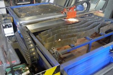 Производство металлоконструкций. Станок плазменной резки металла.