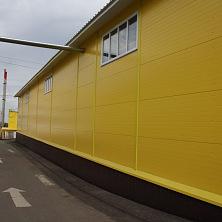 Фасад здания склада, вид сбоку