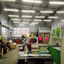 Компания по поставке и продаже мебели презентует свою продукцию в торгово-выставочном центре на территории Чувашгосснаба