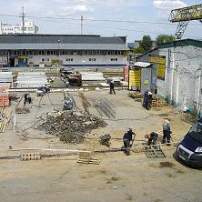 Строительство склада начинается с устройства фундамента