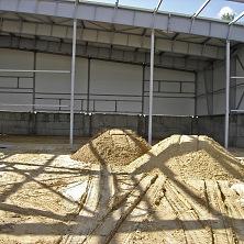Песок для подготовки основания бетонных полов завезен.