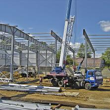 На строительстве картофелехранилища используется 32-х тонный автокран с гуськом.