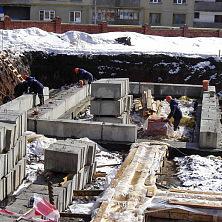 Подготовка к укладке фундаментных блоков