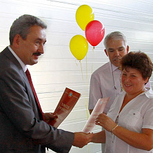 Вручение грамот на открытии амбулаторного центра