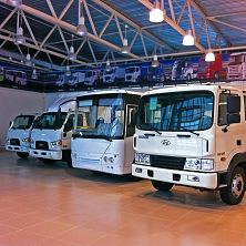 Автомобили Hyundai в выставочном павильоне сервисного центра