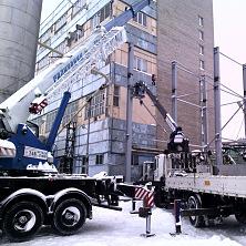 Автокран 32 тонны и автовышка работают на объекте по реконструкции варочного цеха. Услуга спецтехники для компании Букет Чувашии