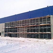 Завершаются работы по устройству фасада здания