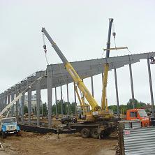Идет монтаж легких стальных металлических конструкций
