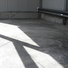 Бетонный промышленный пол с армированием и упрочнением верхнего слоя