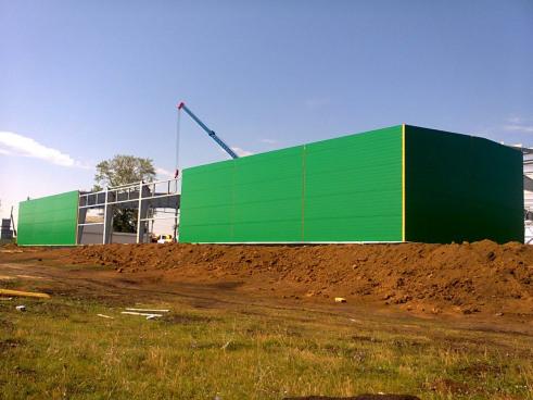 Строительство овощехранилища. Ведется монтаж стеновых конструкций