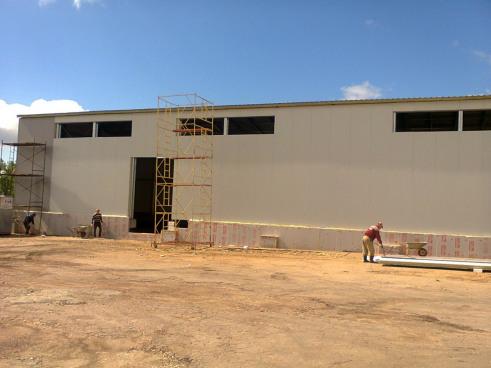 Строительство склада - монтаж стен завершен