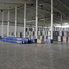 Внутренние складские помещения центра.