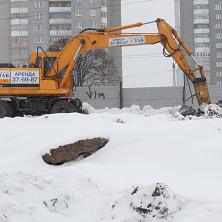 На строительстве многофункционального центра торговли гидромолот R170W-7 разрушает мерзлый грунт. Арендован компанией ЗАО «Ремстрой»