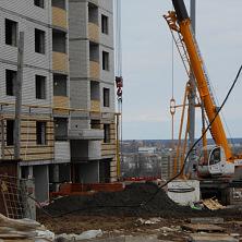 Аренда автокрана 25 тонн со стрелой типа ОВОИД на строительстве жилого дома