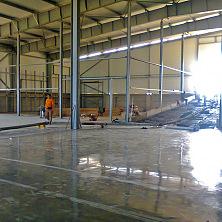 Устройство промышленного бетонного пола завершено. Начинаются работы по монтажу внутренних помещений картофелехранилища