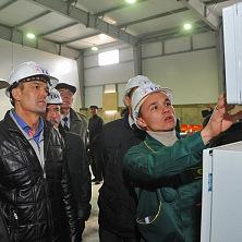 Президент Чувашии М. Игнатьев инспектирует работу современной системы климат-контроля установленной в картофелехранилище