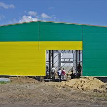 Группа проектировщиков на строительстве картофелехранилища.