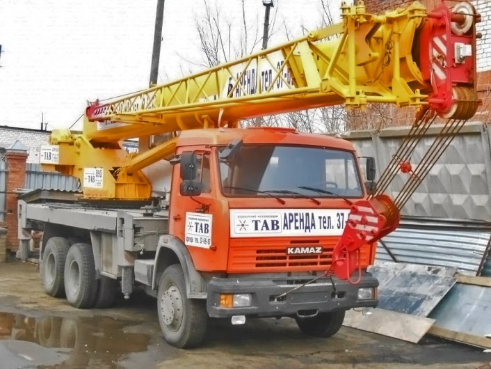 Автокран 25 тонн с гуськом в аренду.