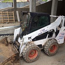 Минипогрузчик арендован ПАО «Дорисс» и работает на строительстве жилого комплекса «Лайнер»