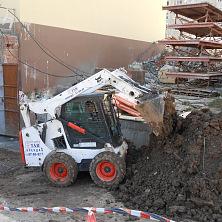 Фирма АСК «Кариатида» взяла в аренду минипогрузчик для вывоза земли из подвальных помещений