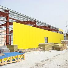 В качестве ограждающих конструкций склада используются сэндвич-панели