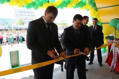 Торжественное открытие логистического центра, построенного СК ТАВ. Перерезание ленты