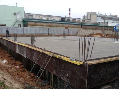 Строительство промышленного здания. Устройство монолитного перекрытия нулевого цикла
