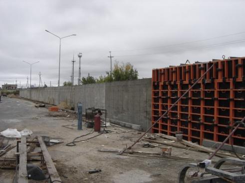 Возведение подпорной монолитной стенки на территории логистического комплекса